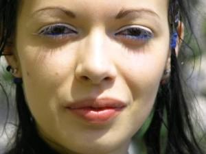 Das Peeling otbeliwajet die Haut